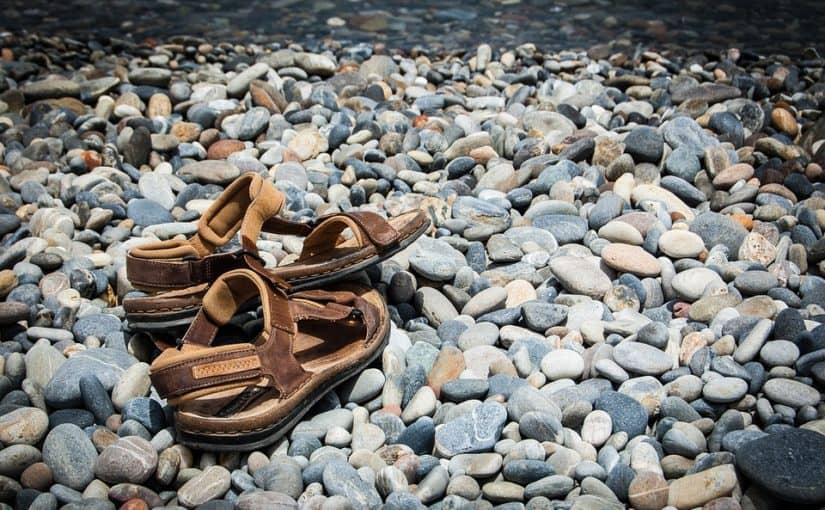 Zapatos de hombre: ¿Cómo usar sandalias sin perder el estilo?