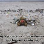 basura-que-ha-llegado-hasta-la-orilla-de-una-playa